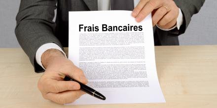 Plafonnement des frais bancaires : que dit la loi ?