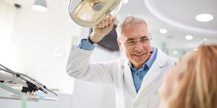 Une bonne mutuelle senior pour optimiser les remboursements de vos frais dentaires