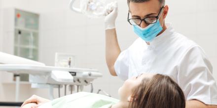 Des écarts de coût importants pour les prothèses dentaires