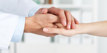 Santé : le pouvoir du toucher pour soulager les douleurs