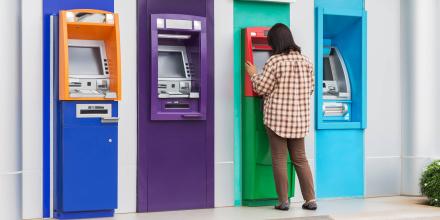 Banques : ces services bancaires inutiles qui vous coûtent cher