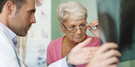 Reste à charge zéro : les seniors paieront leur mutuelle santé 200 euros de plus par an