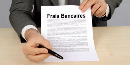 Argent : comment réduire vos frais bancaires sans changer de banque ?
