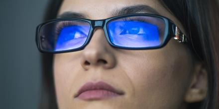 Lumière bleue : nos écrans, un danger pour nos yeux
